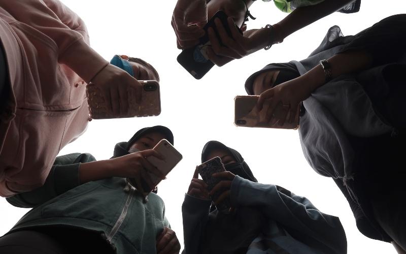 Radiasi Smartphone Pengaruhi Aktivitas Otak Manusia, Ini Penjelasannya